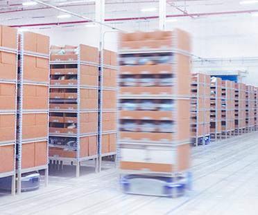 ギークプラスが豊田通商と正式販売契約締結 無軌道AGVの中京地区での販売を共同で強化